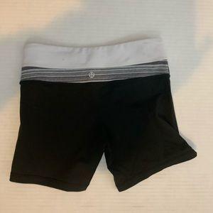 lululemon athletica Shorts - Lululemon women wunder under shorts size 4